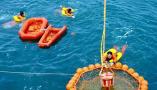 中欧航天员海上救生训练完成 杨利伟景海鹏参加