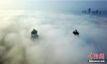 古城上空出现平流雾