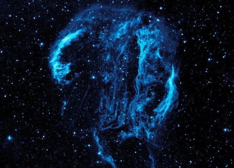 美妙太空:繁星和美丽曲线