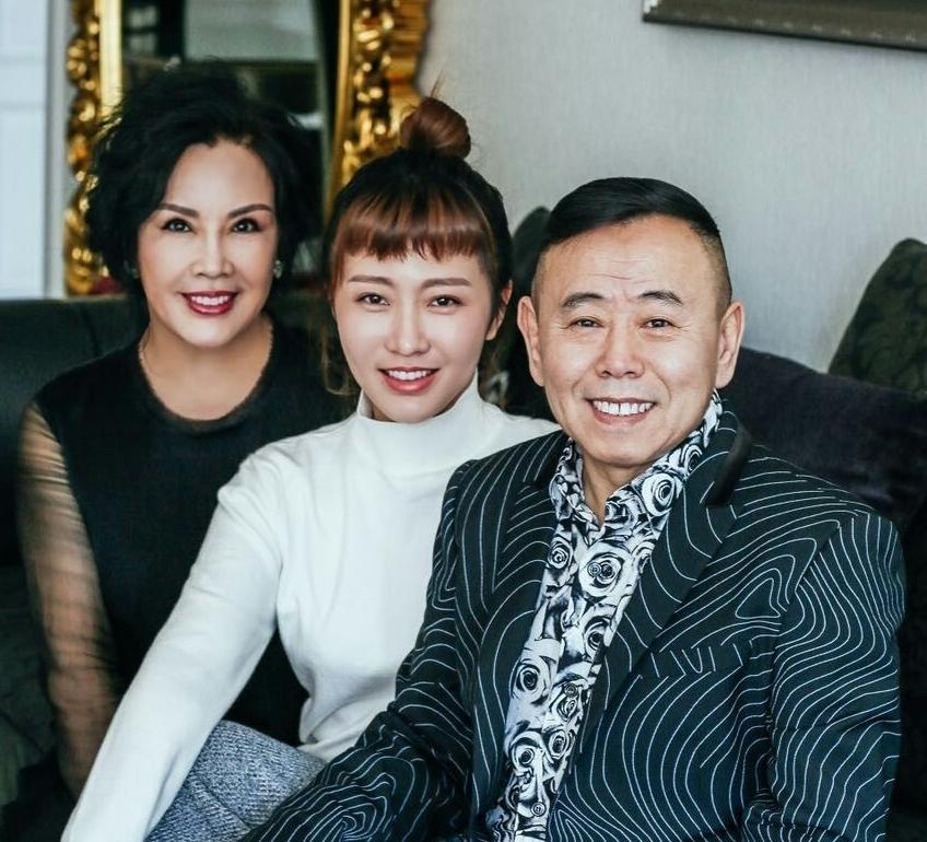潘长江全家福妻贵女美