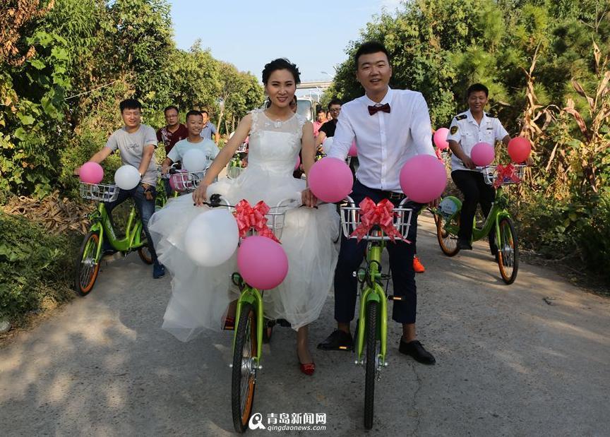 """新人办""""单车婚礼"""" 不拼豪车拼幸福"""
