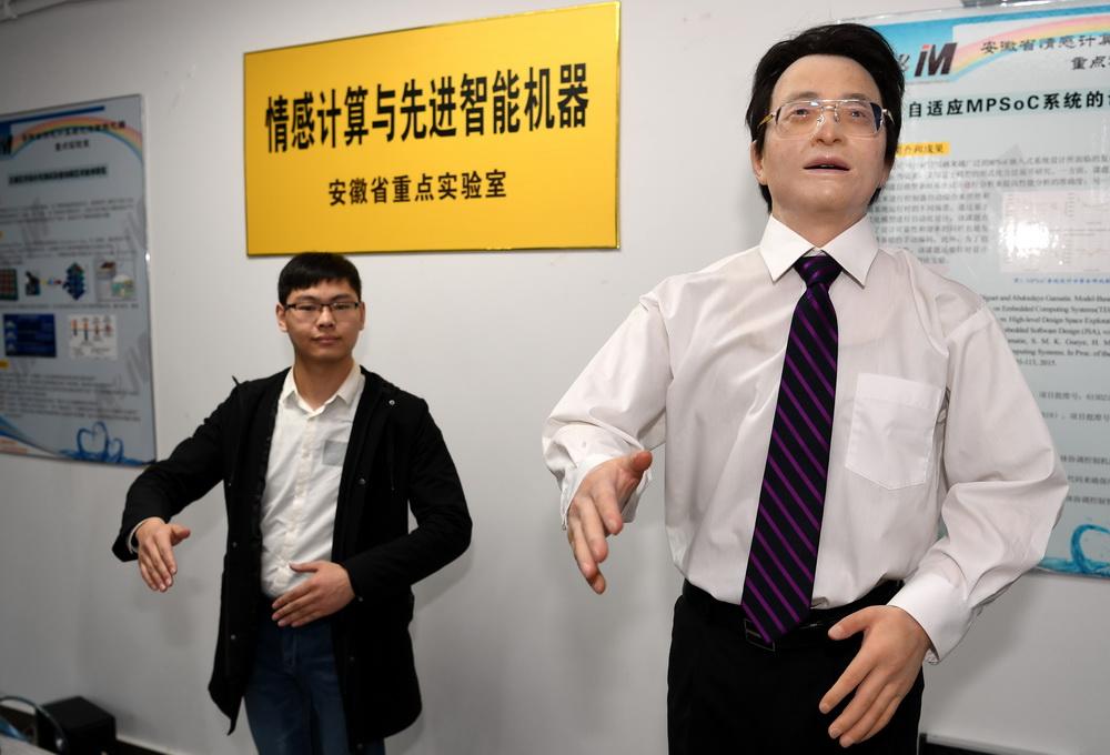 """合肥工业大学发布情感机器人""""思思""""和""""想想"""""""
