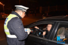 济南天桥区民警夜查酒驾 一司机竟闯关开溜