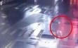 男子在嘉兴酒驾宝马斑马线撞飞老人57米,多车经过无人报警