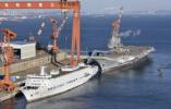 海军航母海试保障船停靠大连 国产航母或即将海试