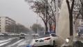鹤壁:两车相撞致消防栓断裂 现场水柱高达3米