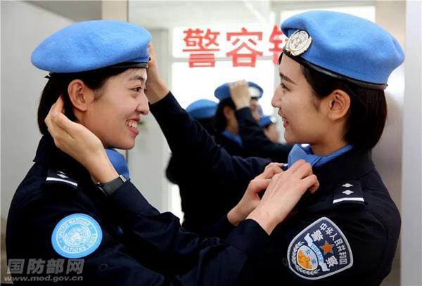 彩票刮刮乐能中大奖吗:临沂大学女生入选维和警队,定妆照堪比《红海行动》
