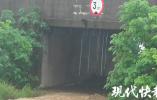 暴雨中,南京一村干部抢险被洪水卷走