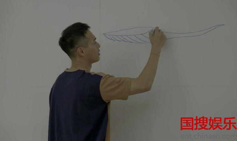 杨祐宁化身灵魂画手画蓝鲸
