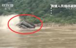 一艘货船在重庆长江段铜锣峡水域翻覆 船上7人全部获救