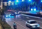 网约车司机和私家车主开车斗气 在马路上大打出手