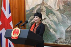 就任3年祝勤离任中国驻英国使馆公使 陈雯履新