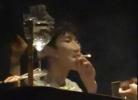 公共场所掐不灭的烟:举报王源容易 换做他人呢?