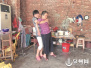 丈夫突然离世 泉州一29岁女子包办大小事照顾5人