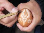 开封老党员用蛋壳创意雕刻献礼建党100周年