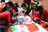 平顶山卫东区:百名师生同绘画 百米长卷颂党恩