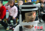 上海超一半中小学生视力不良 高中不良率近九成