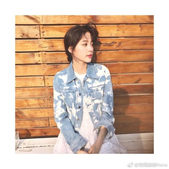国搜导航 核心提示:欧阳娜娜在微博分享一组日常照,身穿一袭白裙搭配图片
