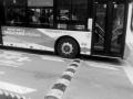 """瀋陽萬象城附近馬路多了兩條""""帶"""" 車行其上聲音太擾民"""