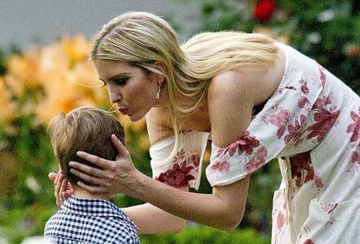 伊萬卡獻吻兒子