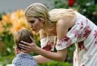 伊万卡献吻儿子