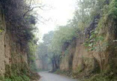 为乡村旅游找出路 记者进深山探古迹寻景点