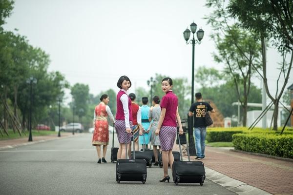 空姐毕业照果然与众不同 满屏都是大长腿!
