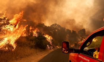 破纪录高温引发大火