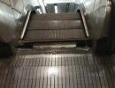 北京地铁一滚梯突发故障 台阶踏板翘起衔接处断裂
