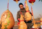 河南宝丰:狗年吉祥物 喜庆迎新春
