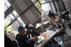 陈冠希秦舒培带女儿现身加拿大餐厅 一家三口很温馨