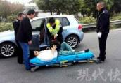 南京一男子高速上口吐鲜血 泰州交警紧急送医救治