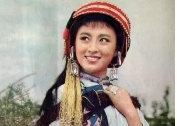 中国费雯丽疯癫去世