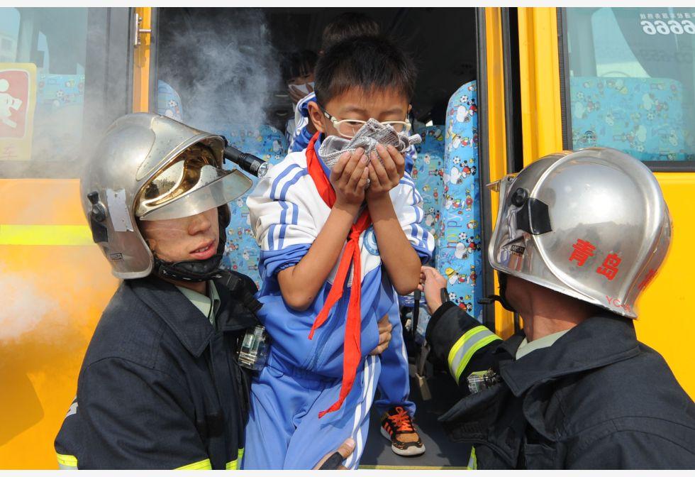 青岛:校车应急演练保安全