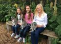 澳母亲带两女儿环游世界远离校园欺凌
