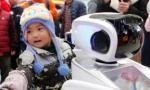 机器人警察护航春运