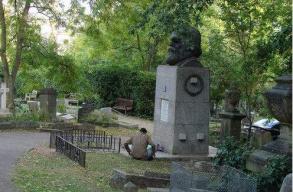 无问西东 未来已来--拜谒伦敦马克思墓