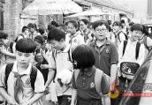 女子带孩子旅游遇困扰 儿子因身高超标买全票