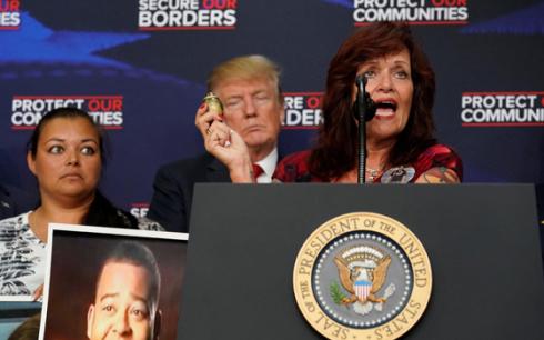 特朗普组织受害者家属控诉非法移民