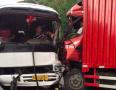 大货失控迎面冲撞 苍南中巴司机紧踩刹车双腿被夹保全车乘客