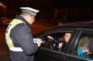 男子熬夜看球喝酒助兴后驾车 被交警逮个正着