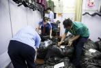 假货专卖外国人 5000余件假冒外国品牌服装被查获