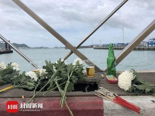 普吉沉船事件遇難者家屬碼頭祭奠哭喊:記得回家!