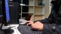 手汗症?程序员小伙双手滴汗,一天报废两个键盘