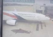 马航机长摔伤取消南京至吉隆坡航班,150名旅客办理退关