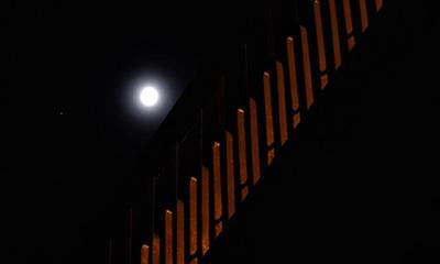 北京上空上演木星合月