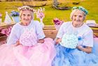 百岁双胞胎拍写真
