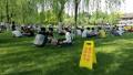杭州西湖边十一块大草坪端午节全面开放 不能搭帐篷(图)