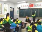 """""""渐冻人""""老师教出1400多名学生 却无法升职"""