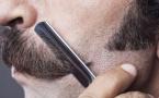 拉着脸皮刮胡子容易长痘痘 怎么把胡子刮干净?